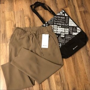 Lululemon On The Fly Crop Woven Pants NWT